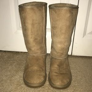 Tall beige Uggs
